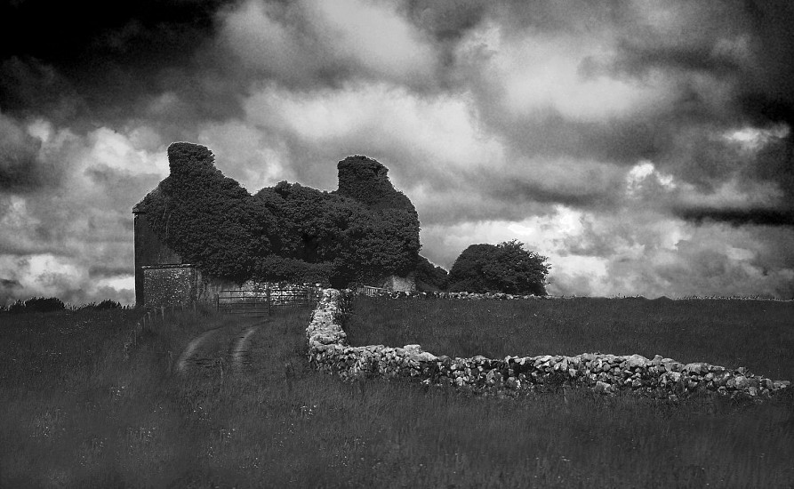 Linda Schaefer, CASTLE ON THE GALLWAY COAST ROAD Photography